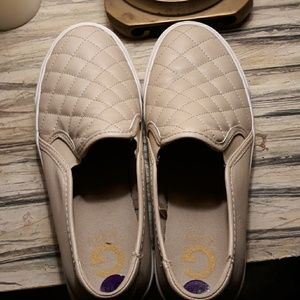 Size 8 1/2 Guess loafers. Excellent condition.